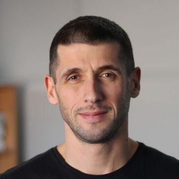 Виктор Зуров